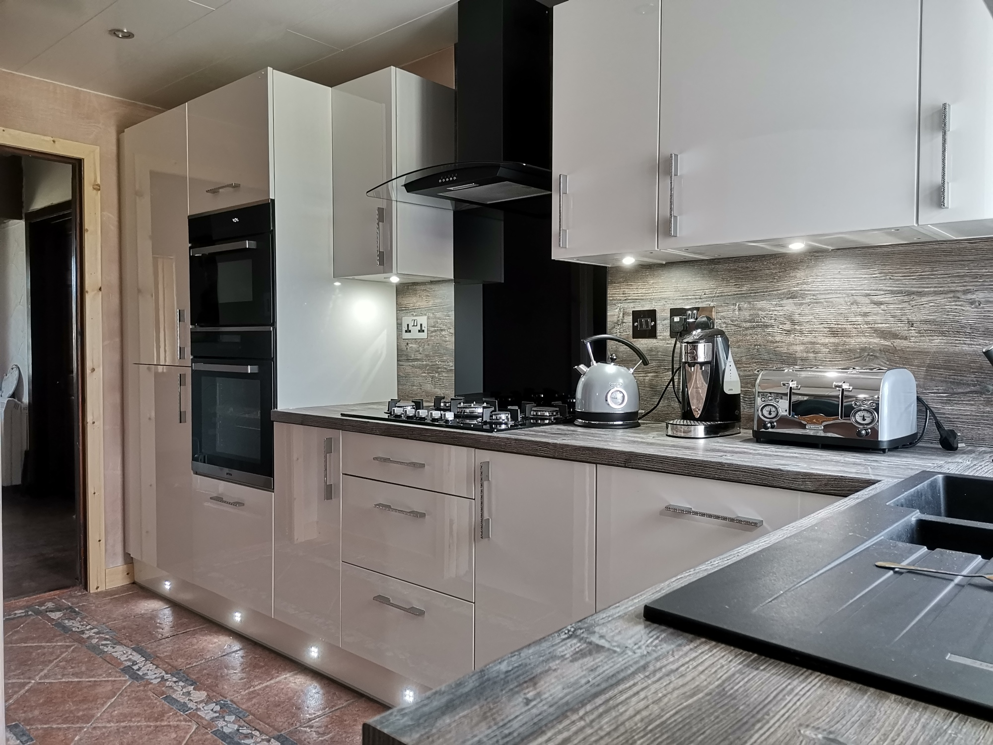 Photo showing the finished Vision kitchen for Mrs T